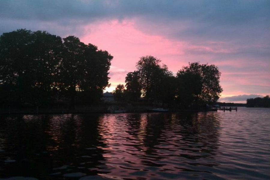 Abendstimmung auf dem Seddinsee vor dem Yachthafen Schmöckwitz